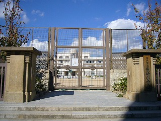 近隣の学校の画像