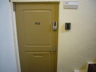 102号玄関